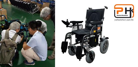 铂康轮椅工程部的人员在讨论新产品设计