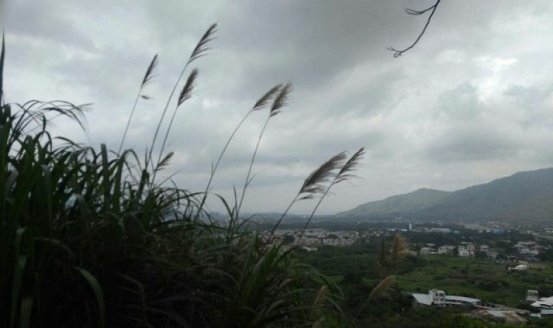 Andrew郊遊時,以另一角度觀看香港。他將沿途風光上載至其Fb專頁「四個轆,走天涯」與大家分享。