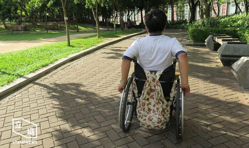 輪椅學生Andrew以往很少到郊野公園,但常常到南昌公園散步。