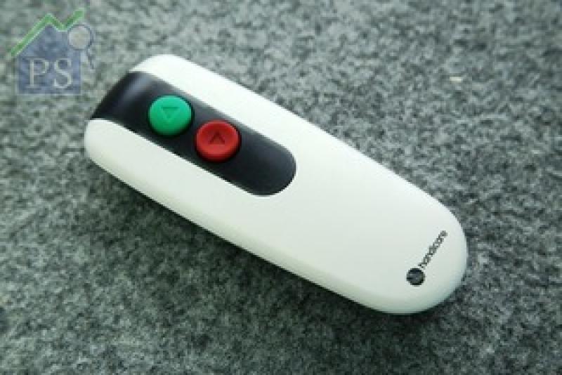 準型號同樣附設遙控器,功能與扶手上的控制器相同,主要方便家人代勞