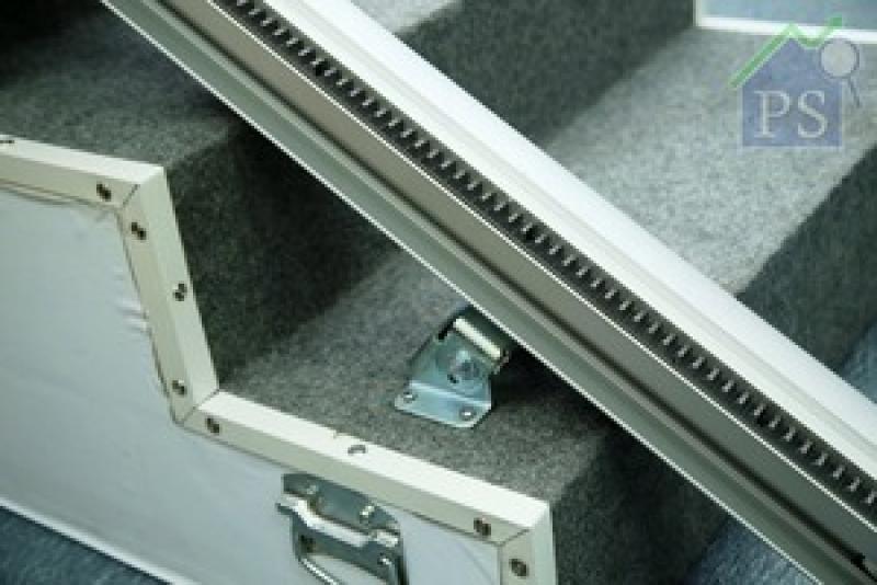 路軌可直接安裝在樓梯表面,直軌升降機的樓梯長度可達7米,彎軌升降機的樓梯長度可達35米。