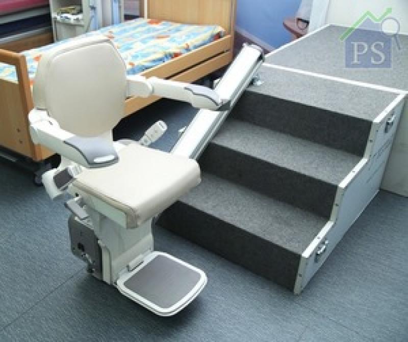 Stairlift可安裝在樓梯左方或右方。