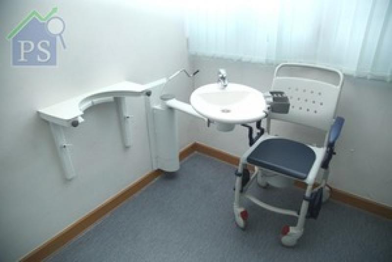 輪椅使用者如廁後的衛生問題,或者令當事人及其家人感到苦腦。有見及此,丹麥Ropox研發出一系列可靈活調節的輔助工具。