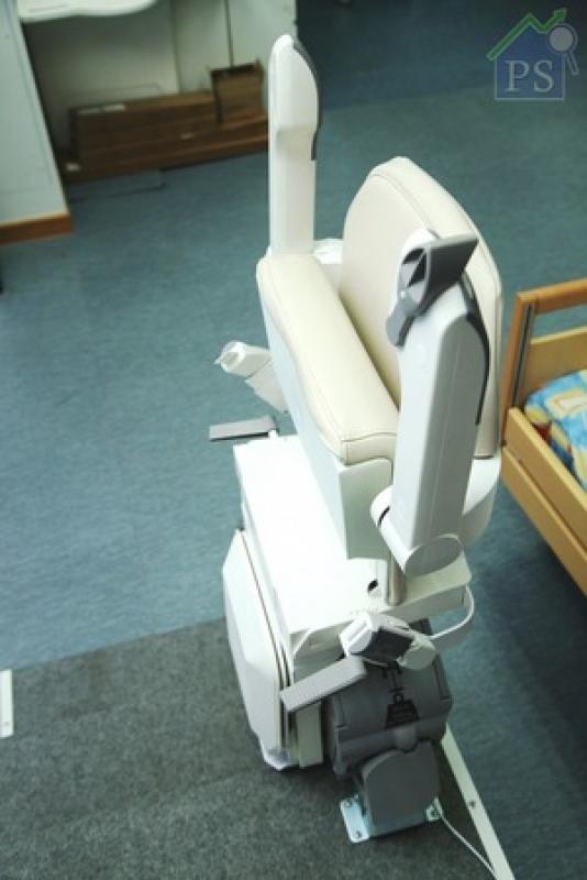 座椅閒置時,腳踏、櫈面及扶手也可摺起備用,減少佔用空間。