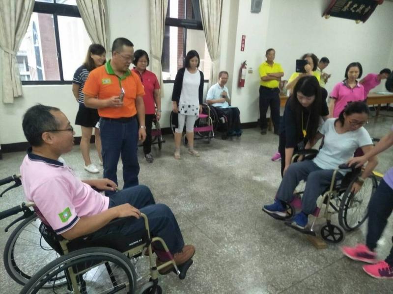 體驗輪椅環境 才知道台灣無障礙有待加強