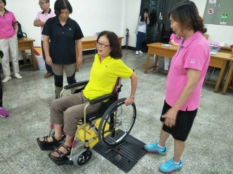 讓參與義工夥伴瞭解身障朋友的不便之處,增加日後對身障朋友服務的知能。