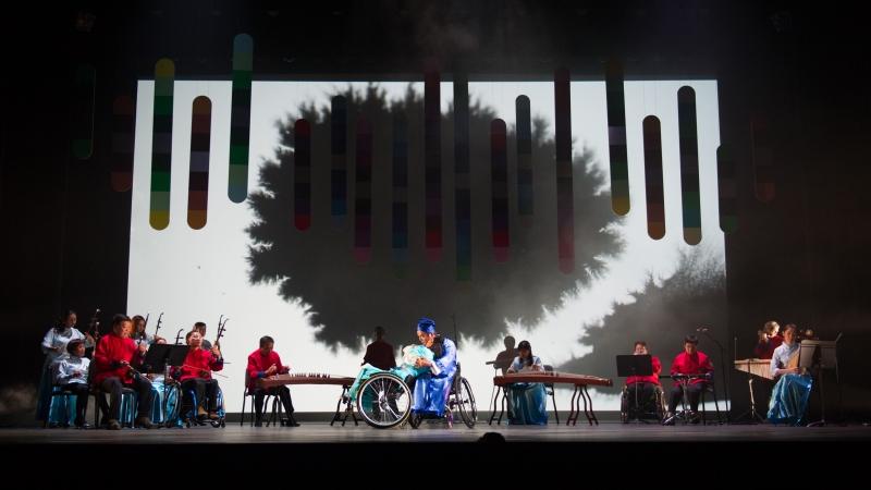 香港復康力量中樂團表演照