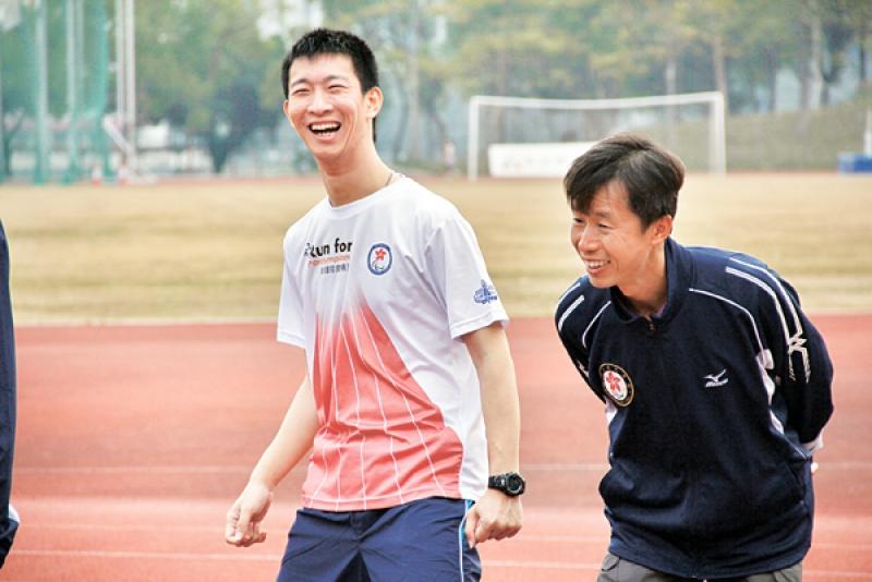潘健侶(右)認為計劃是殘疾運動發展的里程碑;旁為「神奇小子」蘇樺偉。