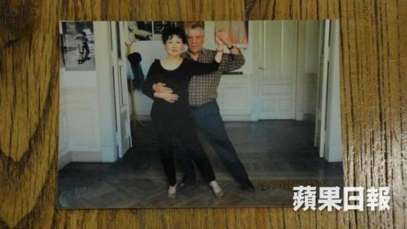 年逾七十,關玲玲仍到處求學,實行要舞到骨頭不曉動