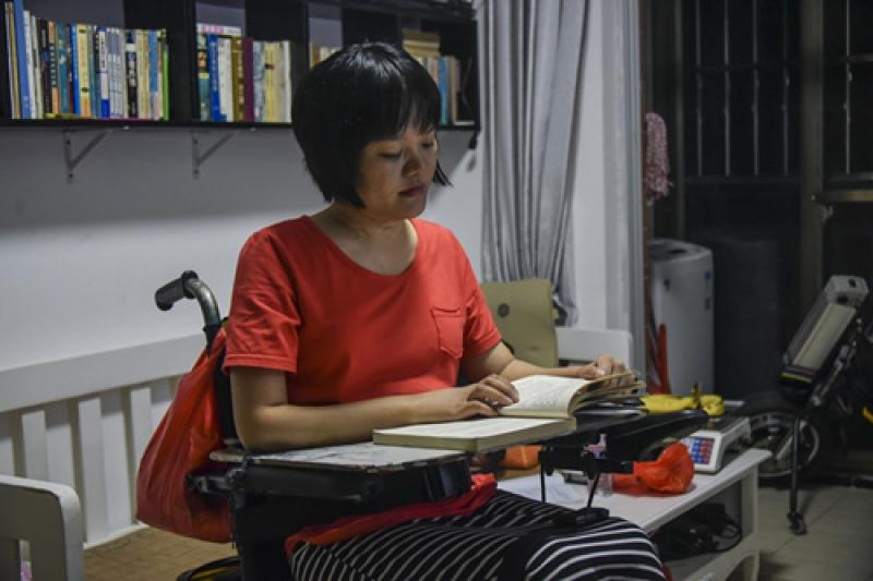 輪椅上的女主播:互聯網時代獨立謀生