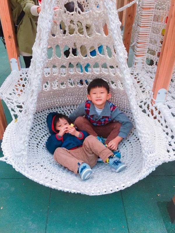 水滴狀織網空間大,適當的寬度讓行動不便的孩童也能進入遊玩