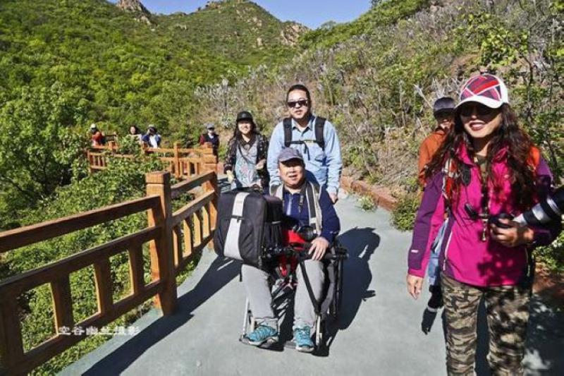 遼寧朝陽北票大黑山 推著輪椅帶父母登山