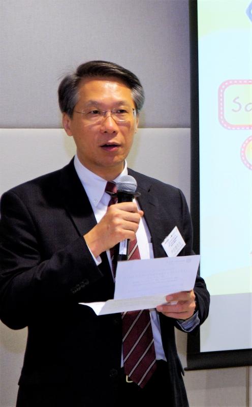 藍十字(亞太)保險有限公司執行董事尹志德先生為「樂TEEN滿FUN計劃」《青年X社區》創意服務獎勵計劃啟動禮致辭。
