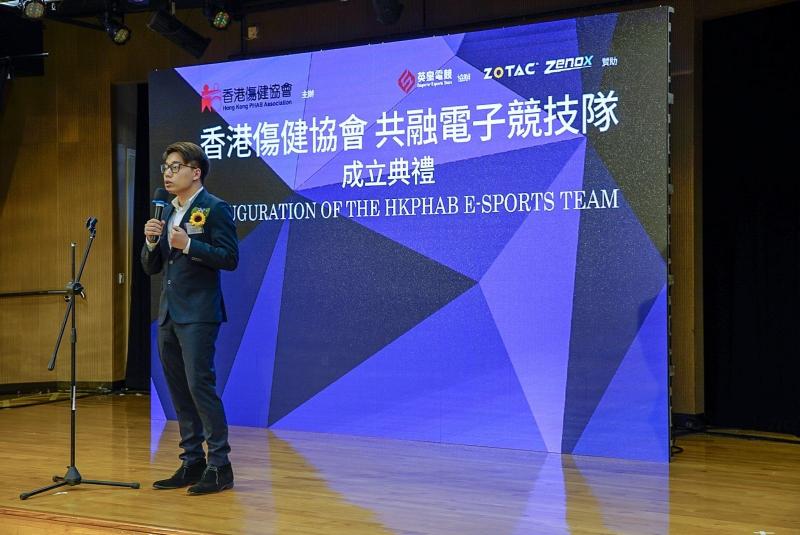 英皇電競技術總監劉偉健(Toyz)先生為全港首支共融電子競技隊成立典禮致辭。