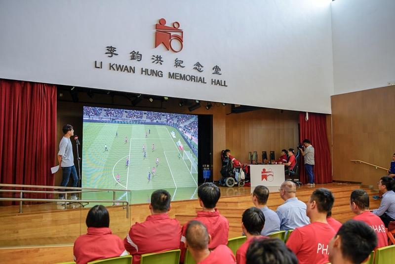 共融電子競技隊成員於成立典禮上作即場示範。