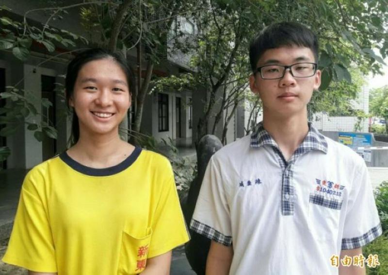 新營新東國中陳秉威(右)和蘇晏禾(左)考5A++,蘇晏禾的作文也滿6級分