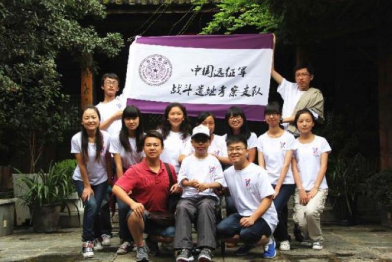 矣曉沅和社會實踐團隊在雲南騰沖合影