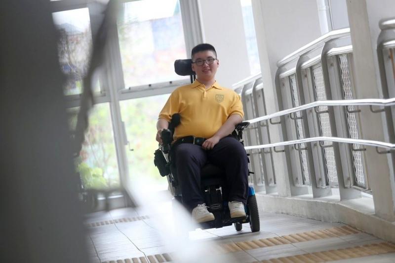 俊安雖然患有肌肉萎縮症,卻無損他的鬥志,希望成為一名社工。