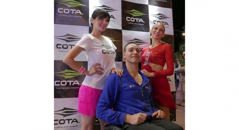 尬舞後與國際輪標舞選手合影