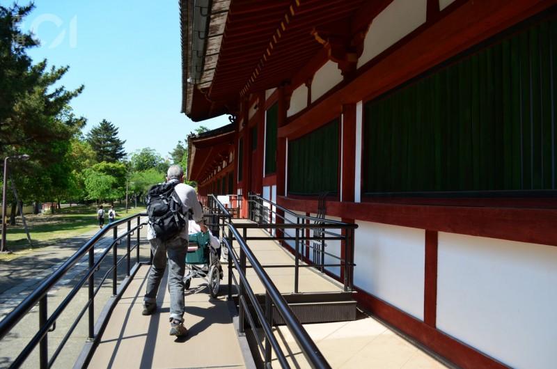 奈良東大寺正門旁邊的「無障礙斜路」