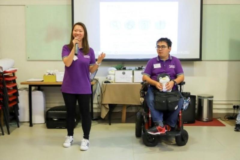 Free Guider輪椅導遊小亮及阿Kit與參加分享交流中