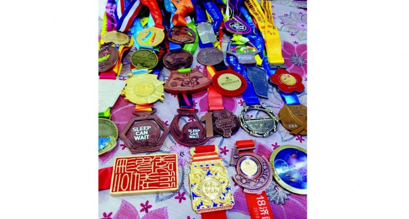 獲得的馬拉松獎牌