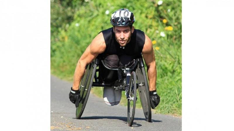 列文是國際輪椅運動員,他也是其他殘疾運動員的訓練師與指導員。