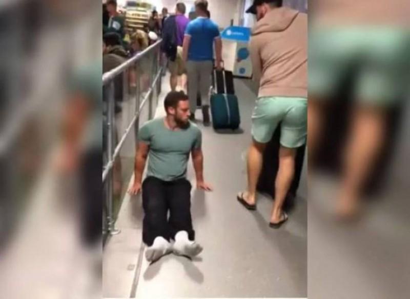 英國殘障運動員列文2017年到倫敦魯頓機場,卻發現輪椅被遺漏,為了自主性他以雙手拖著自己的身體穿越航廈
