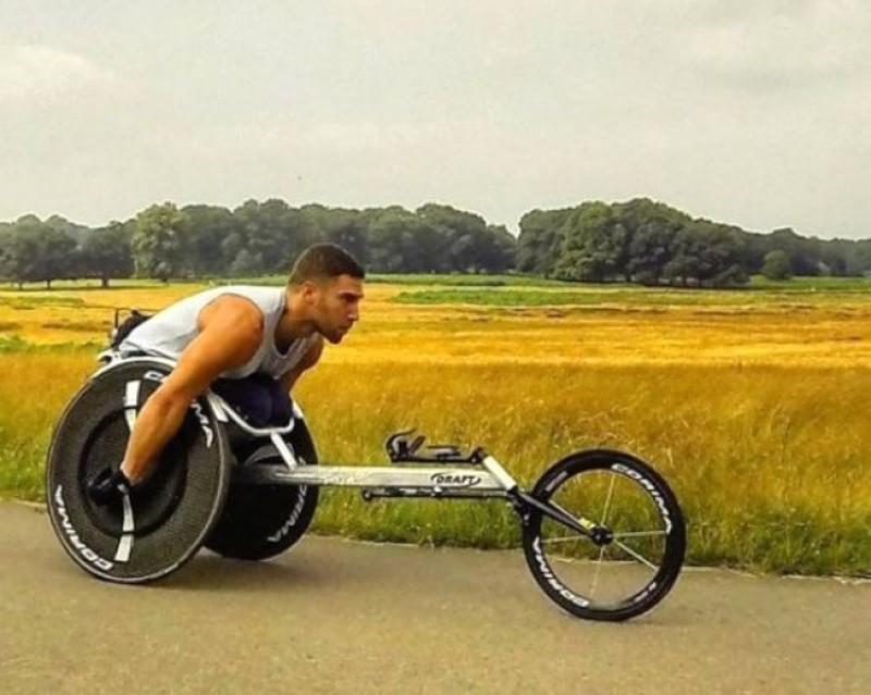 特製輪椅遺忘機上爬出航廈 身障男一怒提告