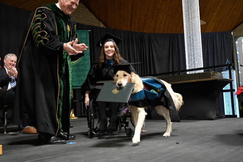 Griffin出席畢業典禮,並獲頒榮譽文憑作表揚
