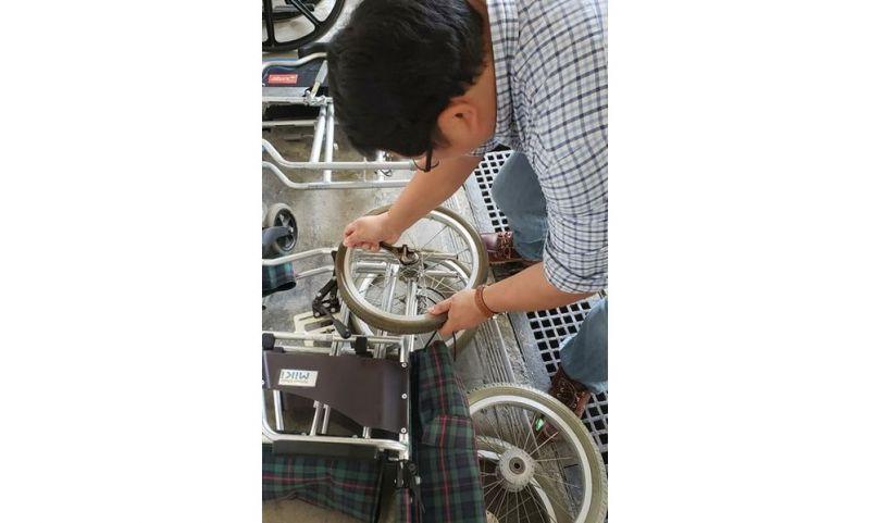 任啟邦表示,修理輪椅費用昂貴,因此太殘舊的輪椅寧願棄置