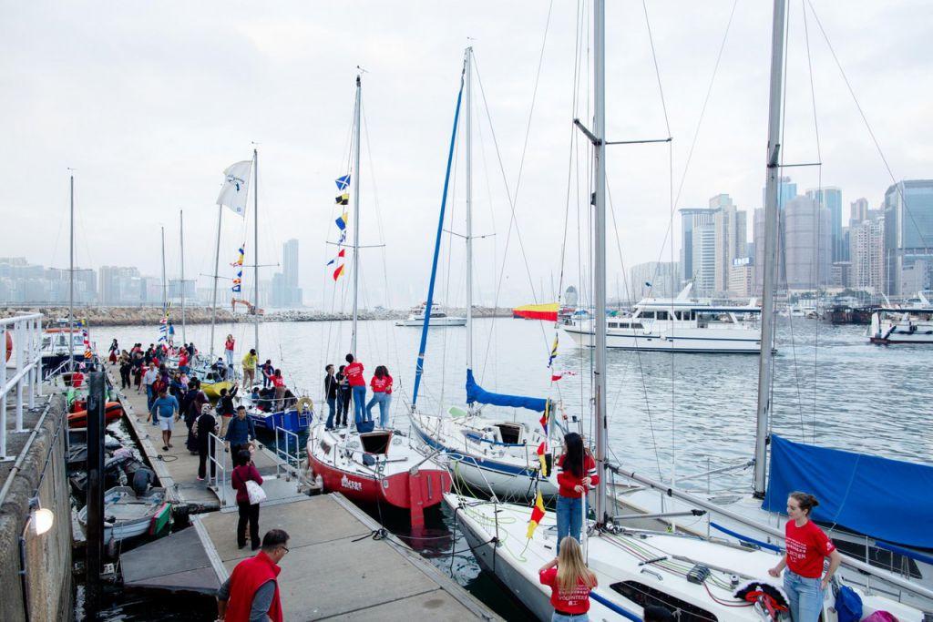 昨天(2月6日)有140名來自不同組織的弱勢人士及其家人,獲邀前往香港遊艇會較開揚的位置睇煙花