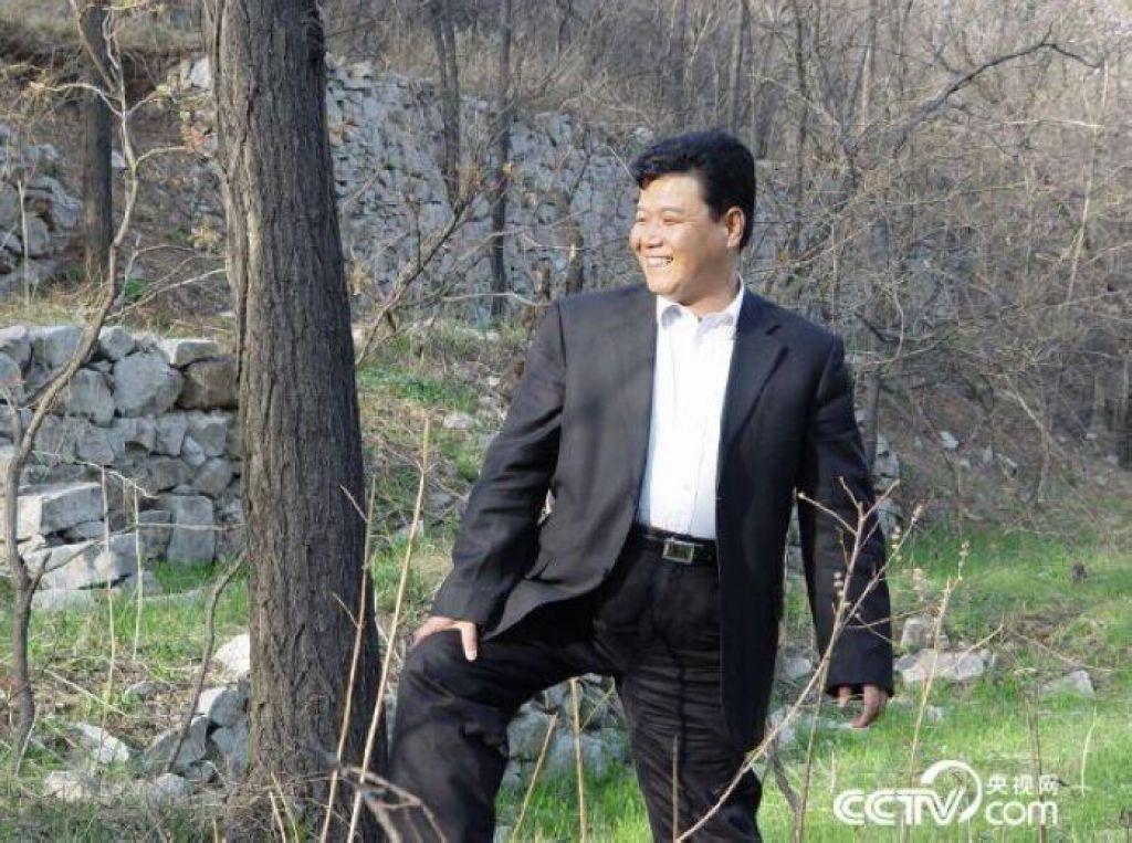 2005年孙建博林区视察植树造林建设