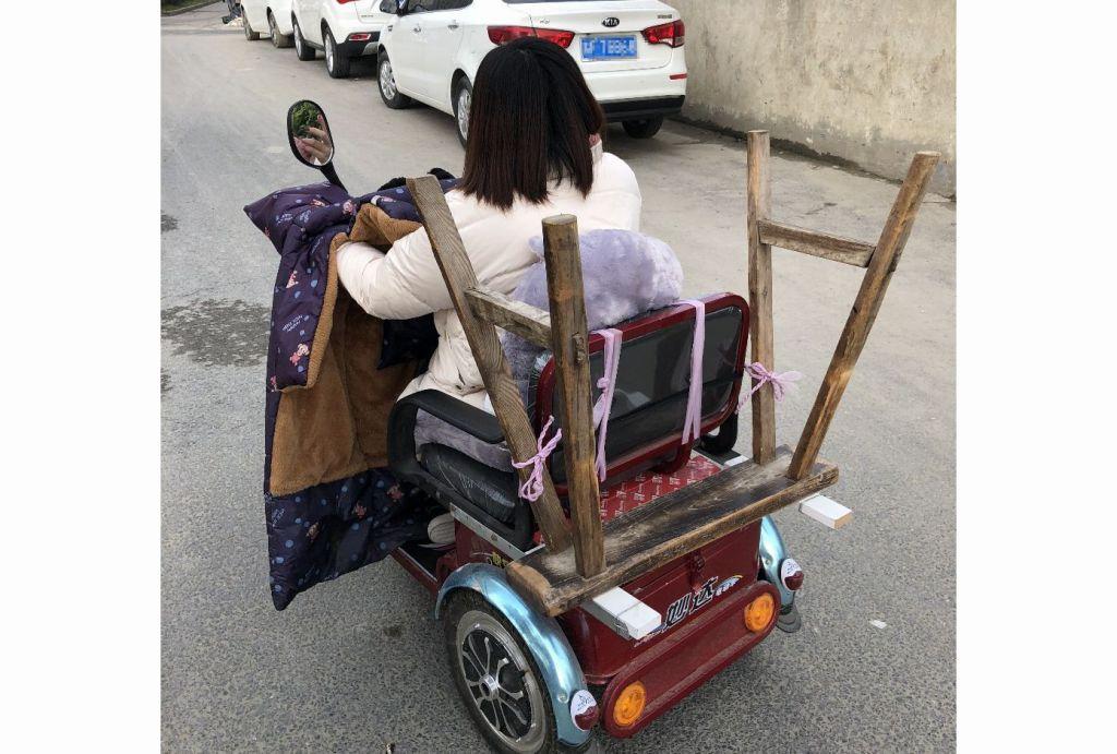 管勝禮駕駛殘障助力車上班