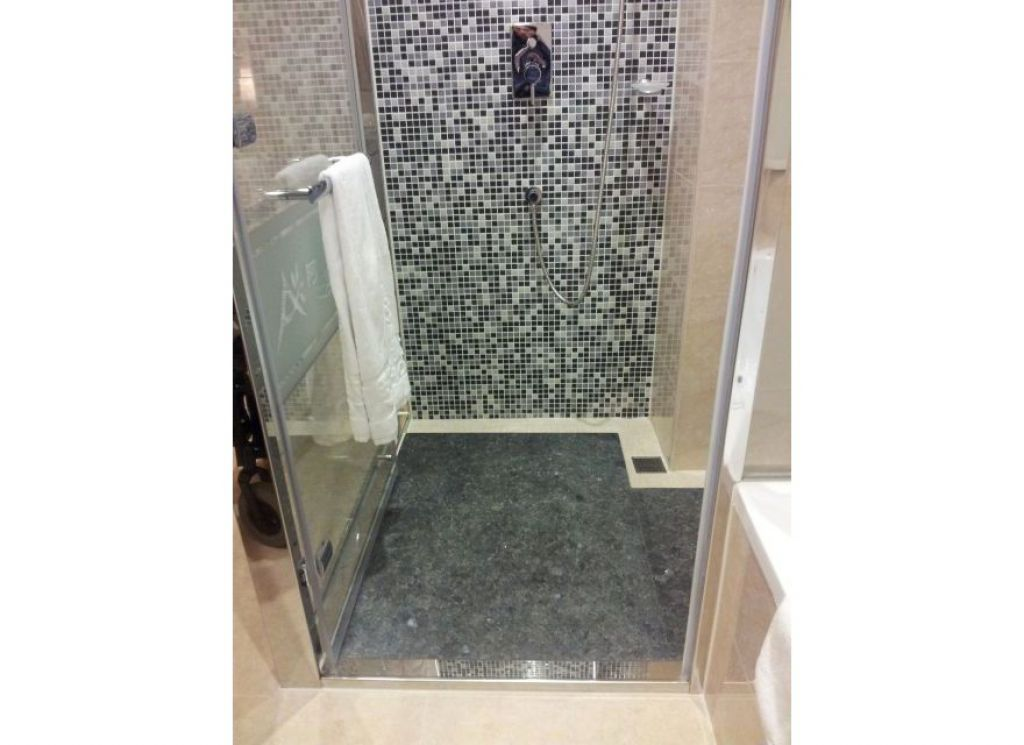 淋浴門要夠寬,輪椅才能直接進去