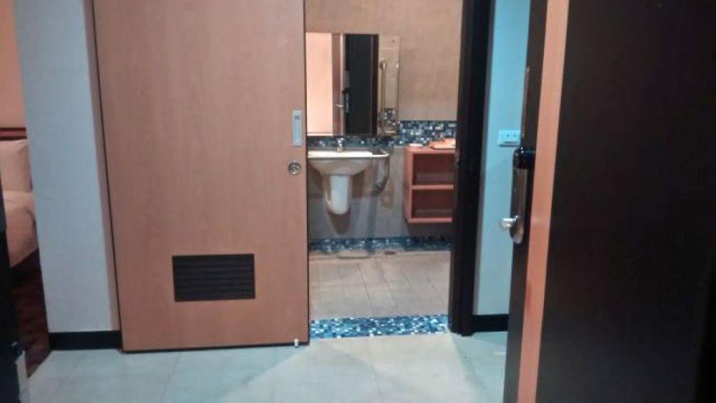 沒有門檻、推拉門設計的浴室為首選