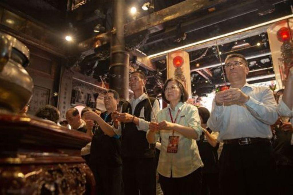 蔡英文是首位陪同媽祖進香的國家元首