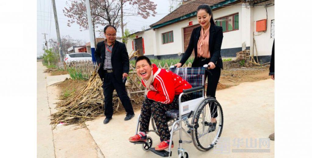 臨渭區7名特殊兒童收到了新輪椅