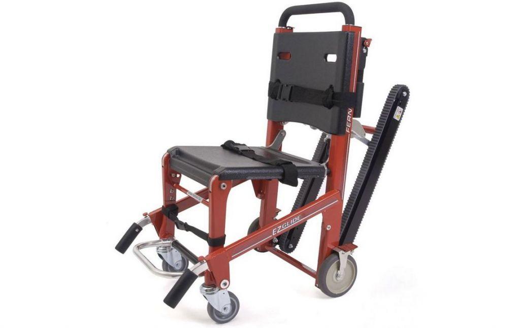 另購置兩台活動樓梯機,以備當青洲災民中心升降機受颱風及水浸影響而無法正常運作時,可協助輪椅使用者進入避險中心