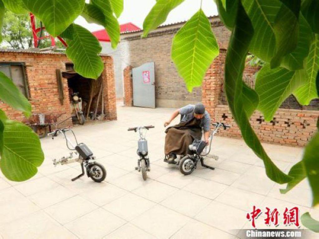 閆西博和他發明的輪椅車頭