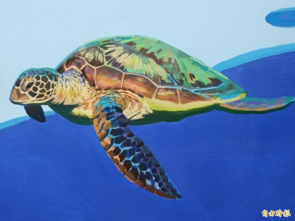 畫家許景翔用心地為世光教養院的廊道牆壁創作,光一隻海龜就花費多時彩繪。