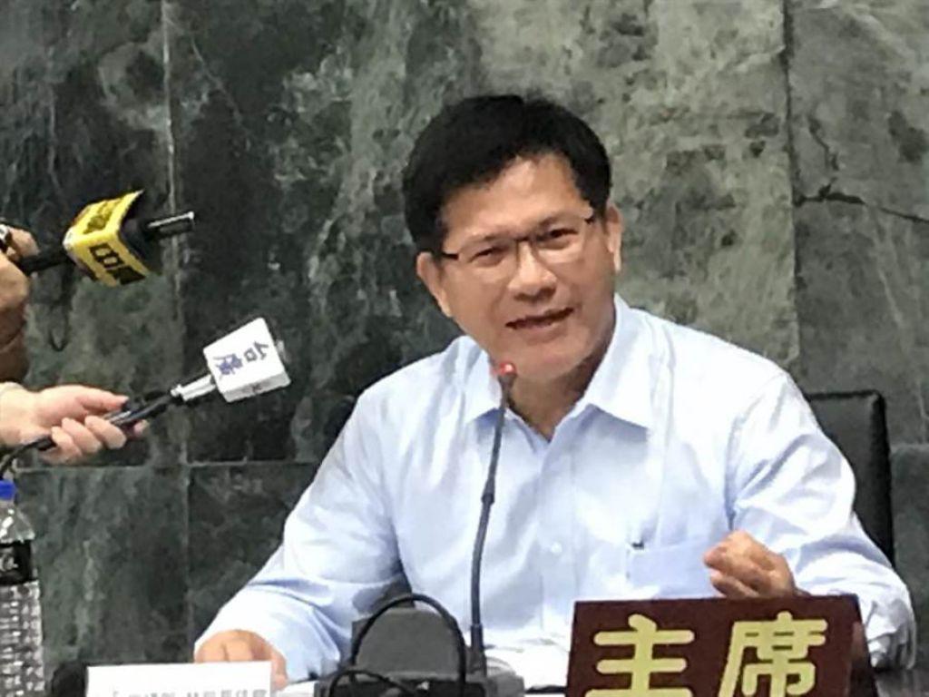 交通部長林佳龍表示,交通部支持台中市政府推動通用計程車政策,以及擴大辦理偏鄉小黃公車