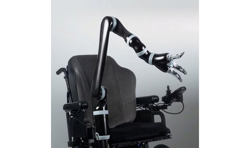 安装在轮椅上后,用户可以通过轮椅的控制器对Jaco进行控制