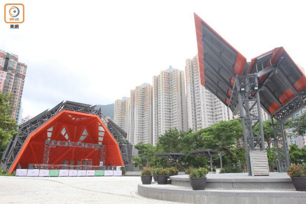 東區文化廣場主要包括有蓋主舞台和小舞台,中間為露天廣場