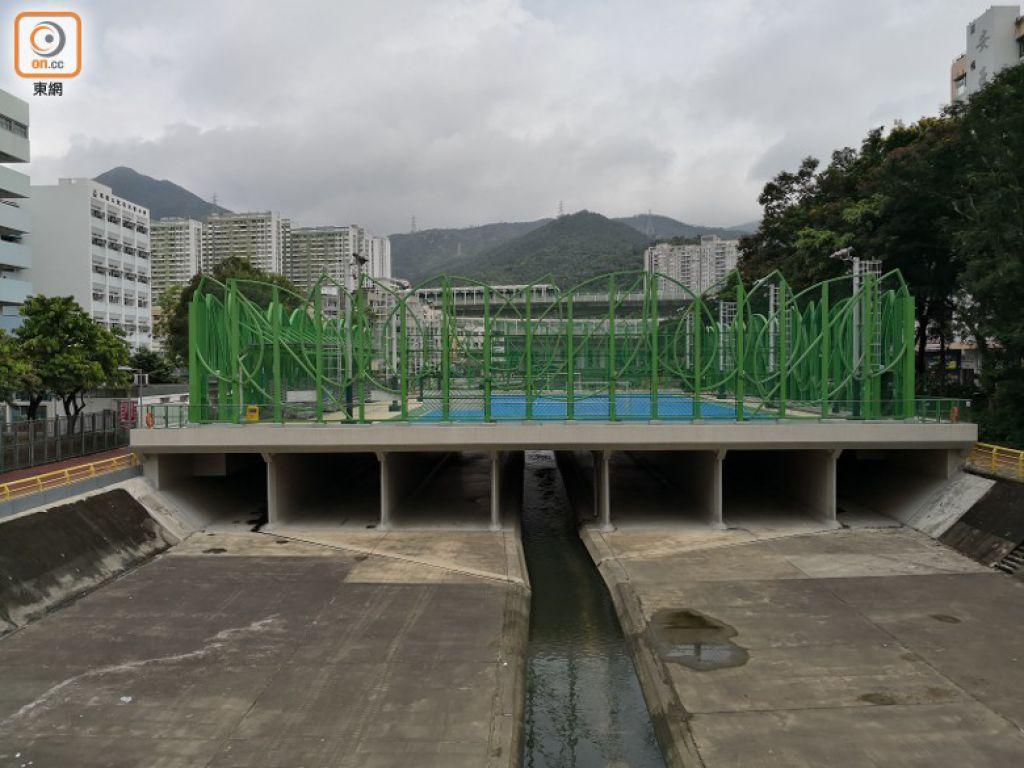 沙田區議會將一段大圍明渠覆蓋變成「箱型渠」,建造2000多平方米平台