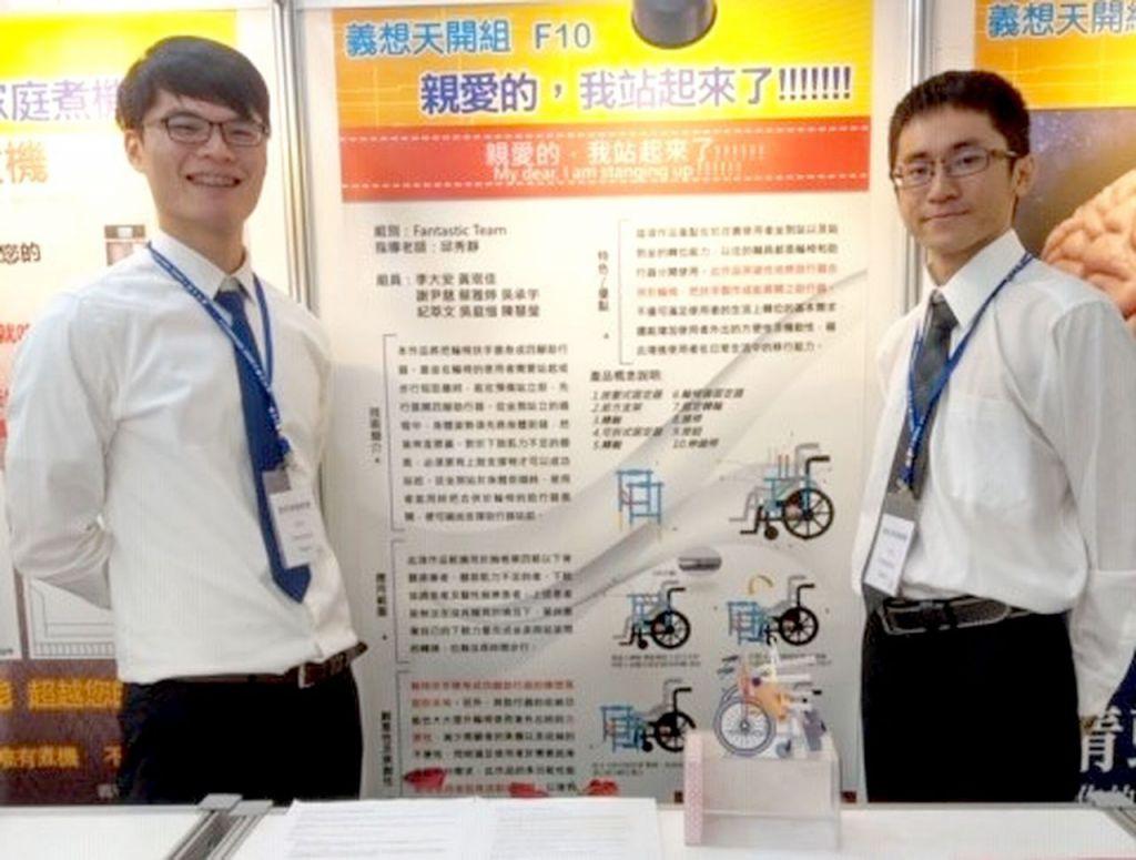 李大安(左)跨團隊合作改良的輪椅已取得專利,期能幫助更多有需要的人