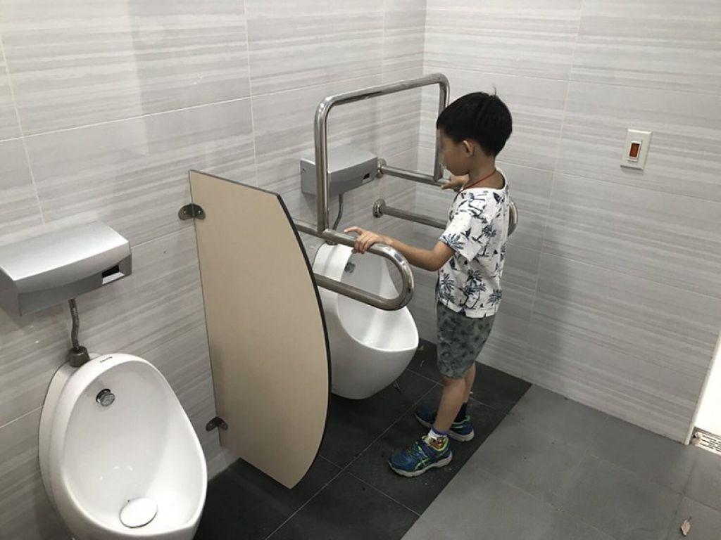 大智國小無障礙廁所改善扶手,讓學童安心如廁