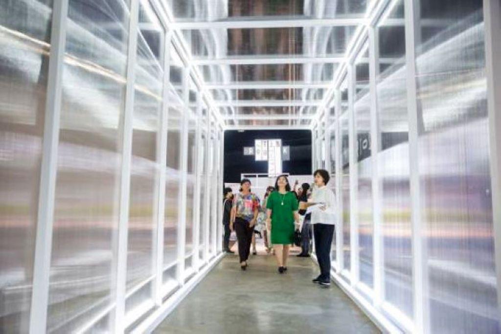 展場入口帶領大家走過時光隧道看見未來設計