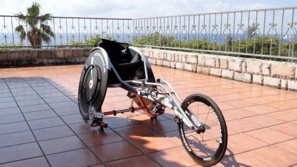 「兩大輪一小輪」的競速輪椅
