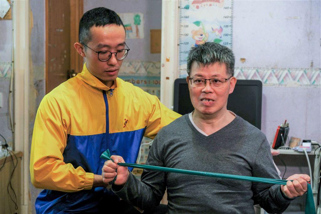 物理治理師為服務使用者提供家居支援服務。